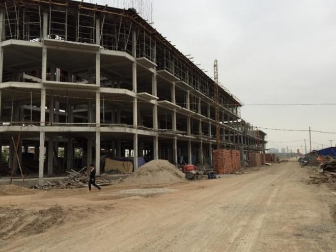 Dãy nhà liền kề đang xây đến tầng 3