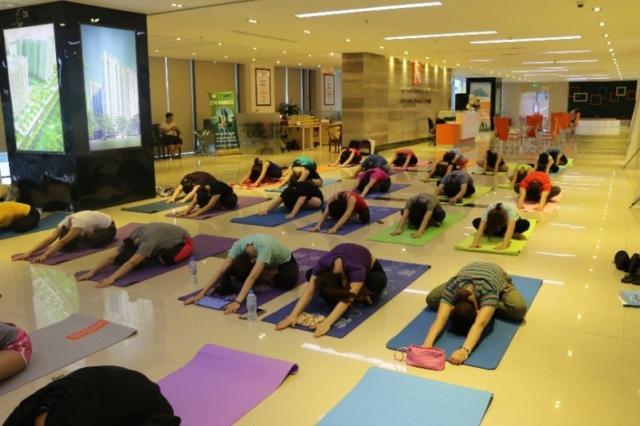 hai phat tap yoga 4 6